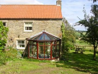 THE GRANARY, pet friendly, character holiday cottage, with a garden in