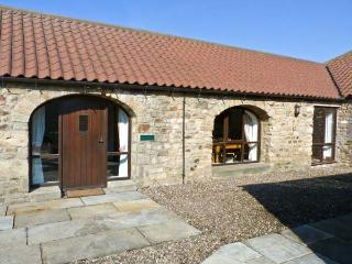 FOXHOLES, pet friendly, character holiday cottage, with a garden in Staindrop