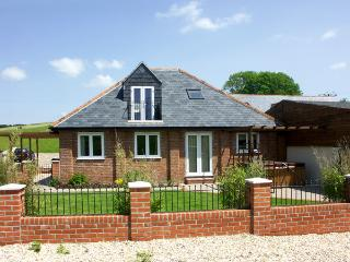 THE COACH HOUSE, family friendly, character holiday cottage, with a garden in Charminster Near Dorchester, Ref 1440