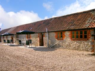 BLUEBELL COTTAGE, family friendly, country holiday cottage, with a garden in Henstridge, Ref 2031