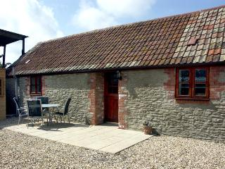 COWSLIP COTTAGE, family friendly, country holiday cottage, with a garden in