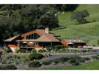 Cottontail Creek Ranch/8bd/7baths/Pool/ Tennis Court/Private/ Cayucos, alquiler de vacaciones en Cayucos