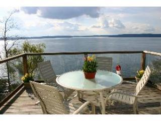 Waterfront Home ~ 30 min to Seattle/Tacoma airport