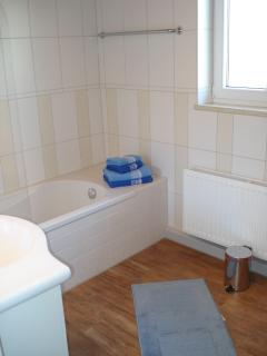 Bathroom 1 with shower&bath tub Birkeneck 2 (first floor)