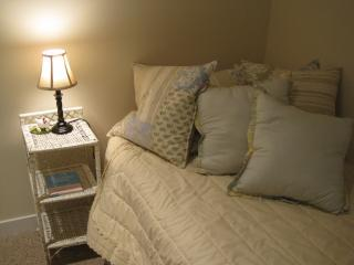 This cozy bed invites you to dream-filled sleep of beach walks, quiet peace or family adventures.