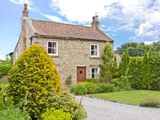 ROSE COTTAGE, pet friendly, character holiday cottage, with a garden in Piercebr