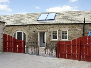 STABLES COTTAGE, family friendly, character holiday cottage, with a garden in Whorlton Near Barnard Castle, Ref 3552, Darlington