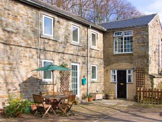 2 THE MEWS, pet-friendly, character holiday cottage, with an outdoor seating area in Middleton-In-Teesdale, Ref 909, Middleton in Teesdale