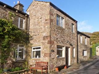 CLIFFORD HOUSE FARM, pet friendly, character holiday cottage, with a garden in B