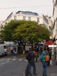 Abbesses Square in the background, at a few steps from the apartment