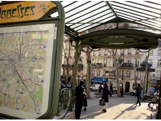 Äbtissinnen-Platz und u-Bahnstation (Linie 12) vor Ihrer Haustür