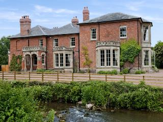 ABBEY DORE COURT, pet-friendly, luxury holiday cottage, with a garden in Abbey