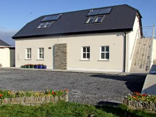 CLAIR HOUSE 2, pet friendly, country holiday cottage, with a garden in Lahinch,