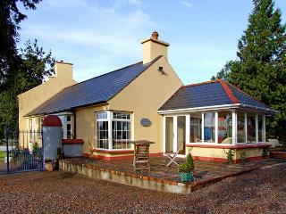 THE GRANARY, pet friendly, country holiday cottage, with a garden in Lismore, Co