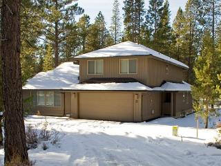 Family Sunriver Home with Bikes and Ping Pong Table Near Fort Rock Park
