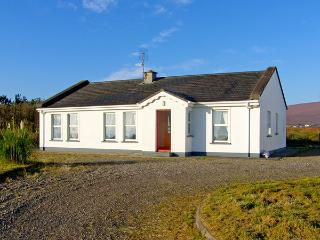 GLENVALE COTTAGE, family friendly, character holiday cottage, with a garden in Achill Island, County Mayo, Ref 3712, Isla de Achill