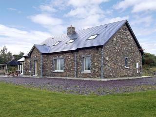 RIVER HOUSE, family friendly, luxury holiday cottage, with a garden in Sneem, Co