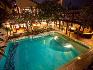 Luxurious 6 BR Villa Casis, 200m to Sanur Beach