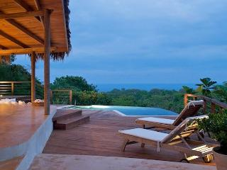 Chez Mu Luxury Villa - Jungle Privacy & Ocean View, Montezuma