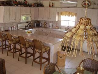 Cocina & Sit Down Bar & mesa de comedor