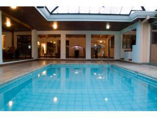 4br Casa Peces Indoor Pool Close to Mall, Hospital, San José