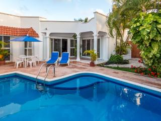 Cozumel, beautiful home, private pool, internet,call USA free, close to town