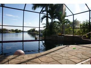 6 Bdrm with Southern Exposure Vanishing Edge Pool, Cape Coral