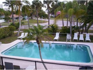 Affordable Tropical Beach Getaway on Siesta Key