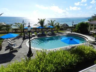Luxury Beachfront Villa, 5 Staff, Coach and Driver, Ocho Rios