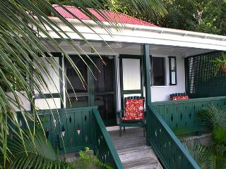 Windwardside Cottage: ocean view, spa, quiet, roma, Coral Bay