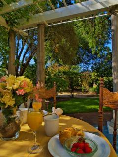 Breakfast at Shady Oaks on the patio
