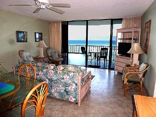 OCEANFRONT 2 BEDROOM 708 AT VALLEY ISLE RESORT, Lahaina