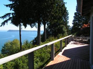 Deck and view of the sound