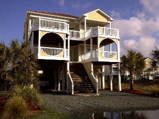 5BR OceanView - game room & bikes!! Walk to town!, Ocean Isle Beach