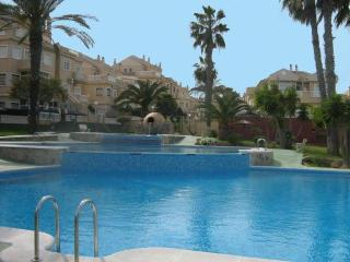 Lovely ground floor 2 bed apartment stunning pool