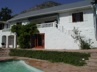 Bahari House - Ocean view 4 bedroom villa w/ pool, Hout Bay