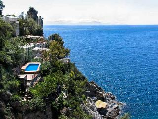 Unique, luxury Villa la Madonnina, pool, access to the sea, parking, Furore