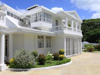 Villa de Lena: Sleeps 6 for only US$259/night