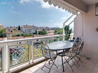 Antibes Romantic Apartment with Great View from the Balcony