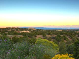 Spectacular Views, Solitude and Santa Fe Charm