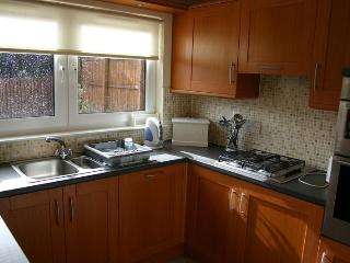 Fully fitted kitchen, dishwasher, microwave