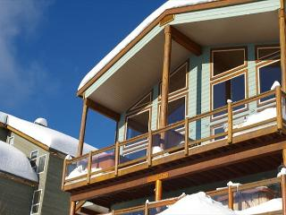 Arolla Chalet D Snow Pines Location With Stunning View in Big White Sleeps 9