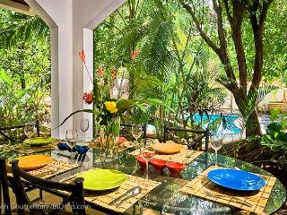 Classy 3BR beach condo- modern/tropical furnishings, patio CB4, Tamarindo