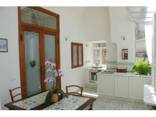 Calata Ponte - Elegant and bright apartment
