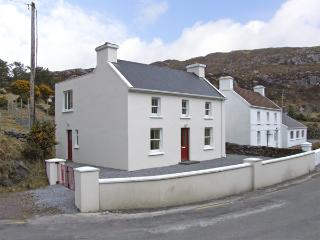 TIG ELLEN, family friendly, with a garden in Caherdaniel, County Kerry, Ref 3723