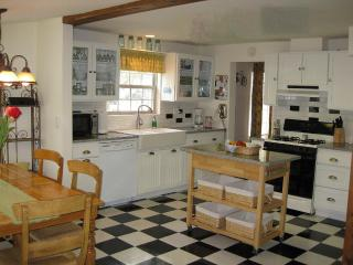 Charming White Cottage - Walk to downtown and the Beach ~ Bikes included!