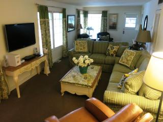 Comfy cottage cuteness - Freshly redecorated in June 2012