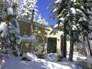4 Bedroom Forest Pines Condo Close to Beach ~ RA720, Incline Village