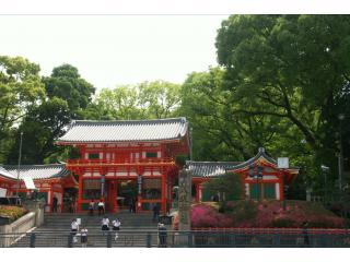 Yasaka Shrine, Gion - 10 minutes walk