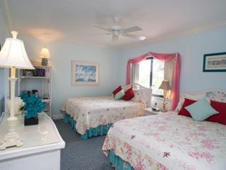 Guest Bedroom - Two Queen Beds
